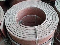 Упакованный и промаркированный рулон эластичного материала